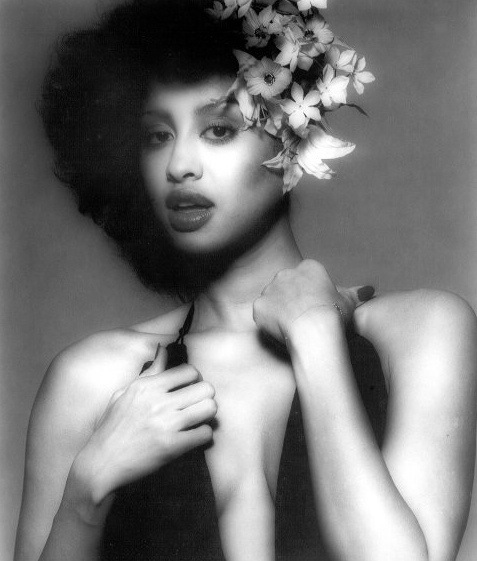 Phyllis Hyman You Know How To Love Me Give A Little More